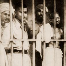Gandhi visitant des prisonniers politiques (Calcutta, 1946)