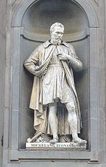 Statue de Michel-Ange à l'extérieur du musée Uffizi à Florence, Italie